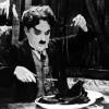 Charlie Chaplin Comiéndose Su Zapato
